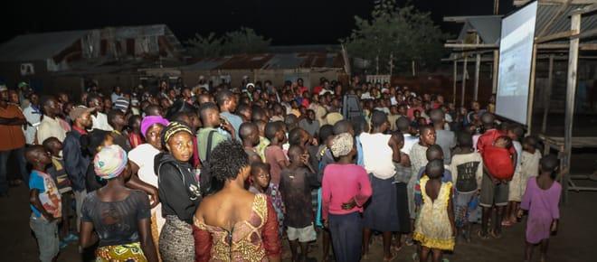 Filmvorführung Fluch des Erdöls im Dorf Vitshumbi (Virunga),