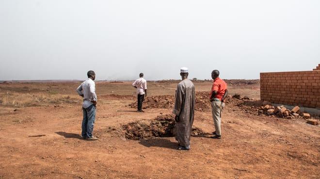 Dorfbewohner von Hamdallaye auf der Sangaredi-Bauxit-Mine