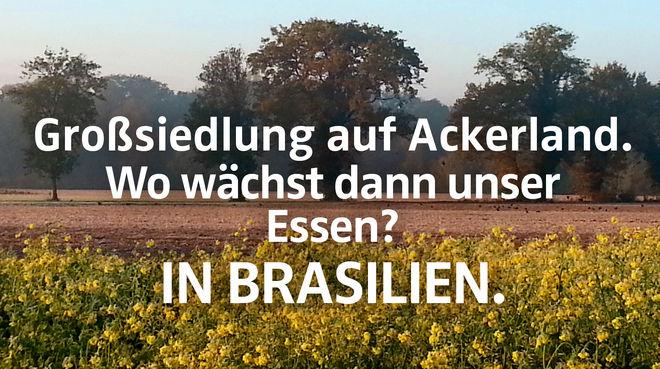 """Feld + Text """"Großsiedlung auf Ackerland. Wo wächst dann unser Essen? IN BRASILIEN."""""""