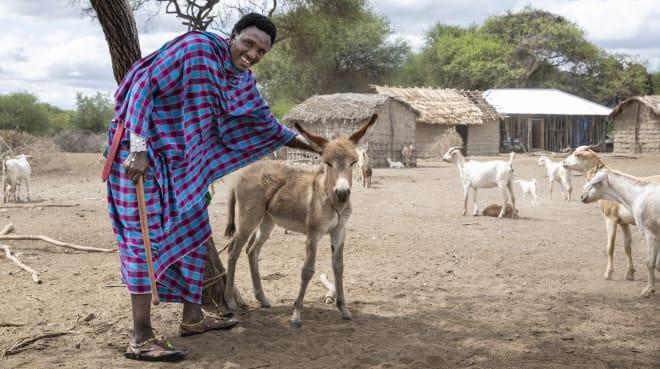 Massai-Mann mit Esel