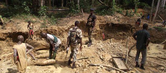 Illegale Goldsucher im Regenwald von Liberia