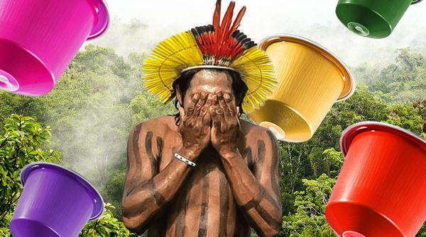 Indigener schlägt wegen Kaffee-Kapseln Hände vors Gesicht