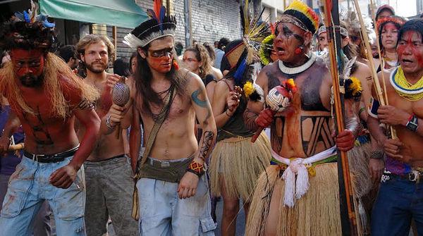 Protestmarsch Indigener gegen den Belo Monte-Staudamm in Brasilien