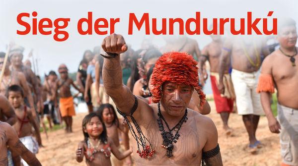 Indigene vom Volk der Mundurukú demonstrieren
